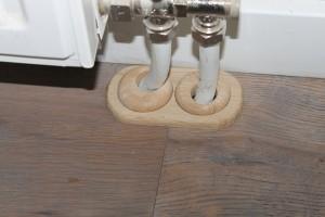 Mechanismes om buizen over te laten lopen in de vloer.