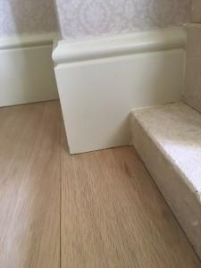 Ook in Zaandam is de vloer prachtig afgewerkt en sluit de vloer aan op de trap.