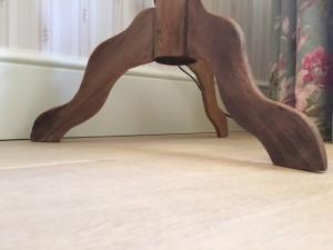 Naast het leggen van de vloer kan de vloer tevens afgewerkt worden door het team van Vloeren Leggen en Schuren.