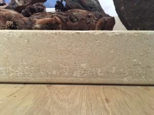 Een mooi voorbeeld van de opgeleverde vloer in Hengelo, afwerking onder balk door.