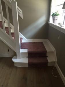 De trap sluit perfect aan op de houten vloer